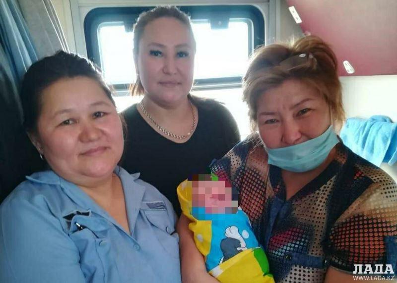 Пассажирка родила в поезде Актобе – Актау