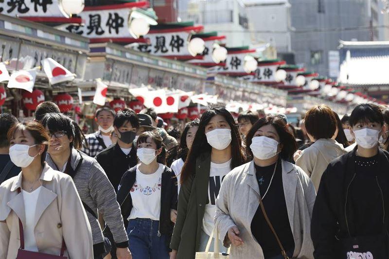 В Японии из-за жары призвали отказаться от ношения масок
