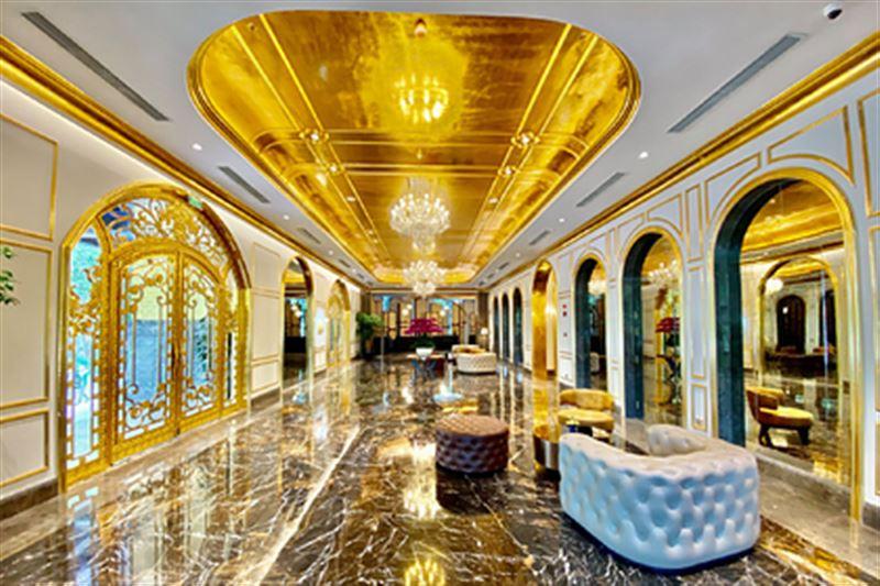 Открылся первый в мире отель, покрытый 24-каратным золотом