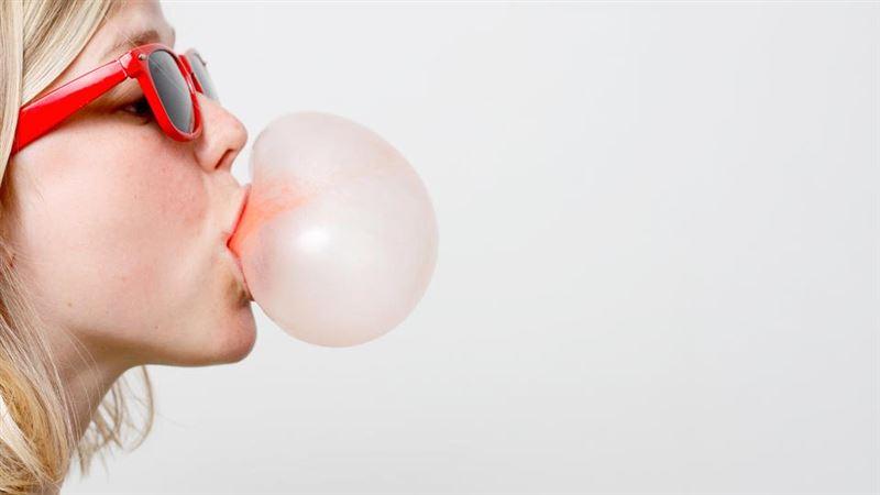 Медик опроверг популярный миф о жевательной резинке