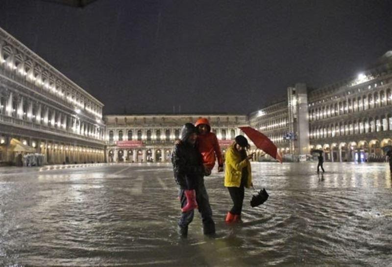Венецию опять затопило: под воду ушла почти четверть ее территории