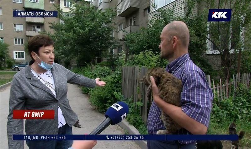 Пәтерінде 30-дан аса ит-мысық асыраған экс-полицей көршілерін пысқырмайды