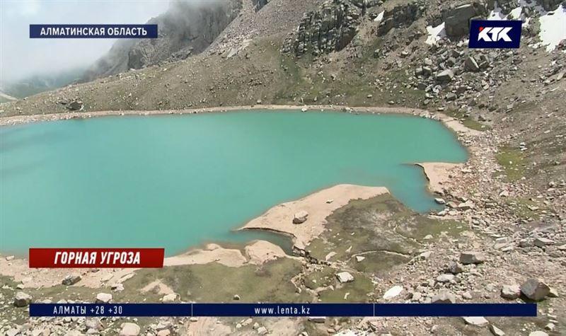 Спасатели опустошают моренные озера в горах Алматы