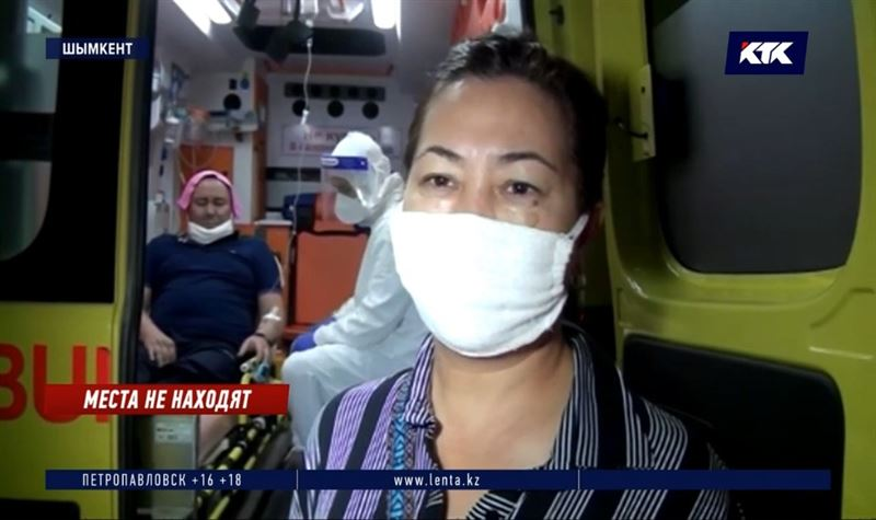 «Я вожу больного уже полтора часа»: больницы Шымкента переполнены, пациенты лежат в скорых