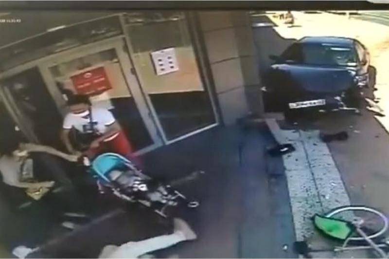 Водитель едва не сбил женщину с коляской в Алматы
