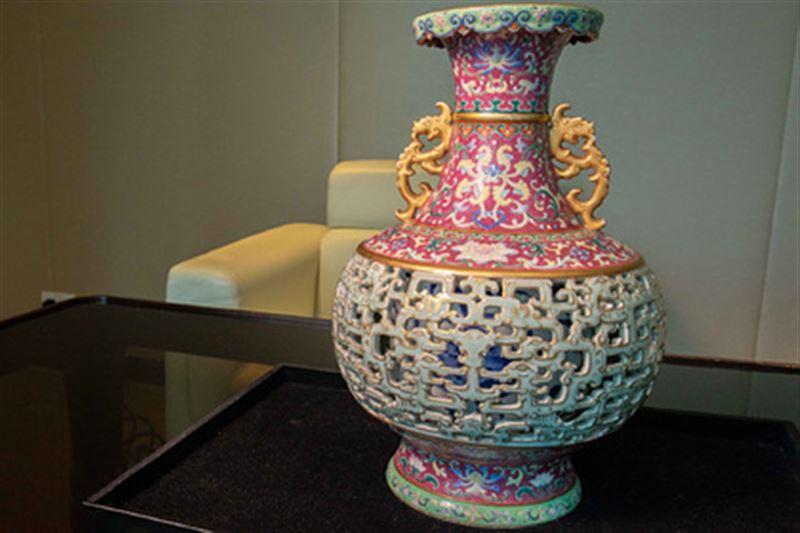 В миллионы долларов оценили 60 лет пылившуюся в шкафу вазу