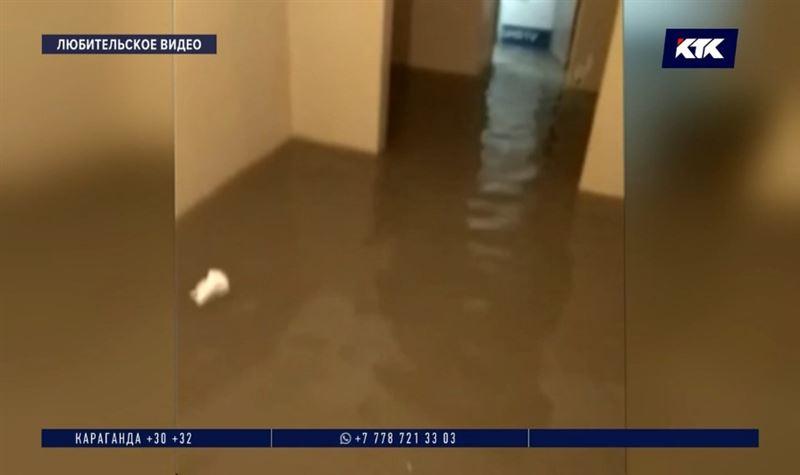 В Косшы фекалиями затопило цокольные этажи