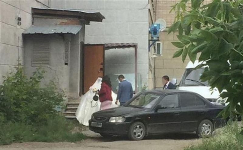 В Петропавловске в минувшие выходные устроили сразу две свадьбы, несмотря на усиление ограничительных мер в городе