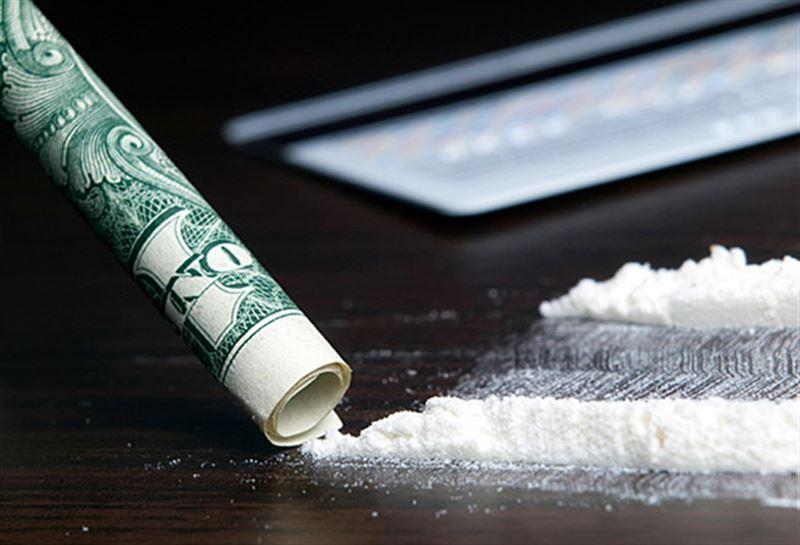 Наркокурьер принес кокаин прямо в руки стражей порядка