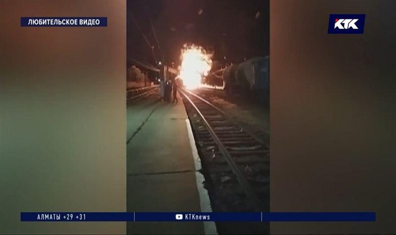 Сход двух вагонов на станции Шокпар грозил взрывом цистерны