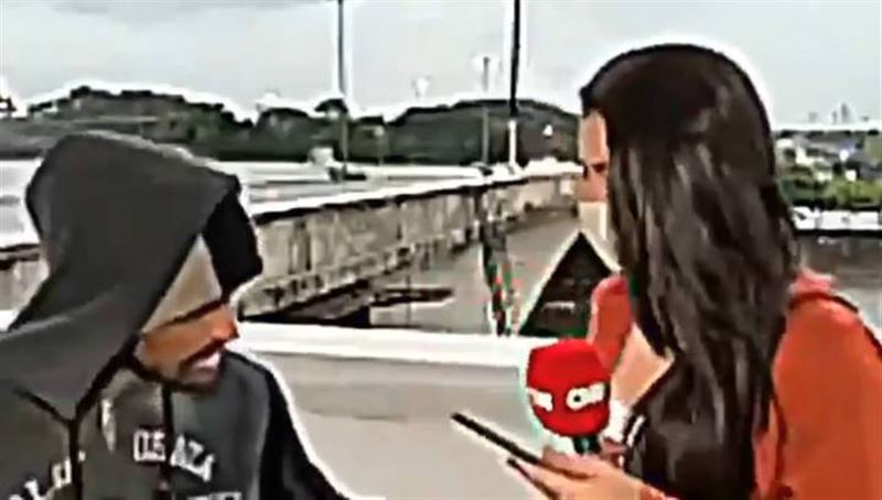 Бездомный ограбил телеведущую в прямом эфире и попал на видео