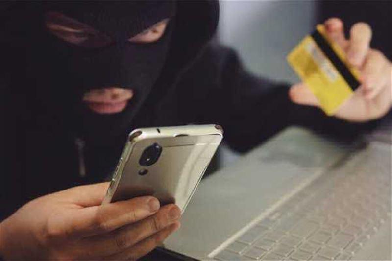 С каких номеров звонят мошенники, ворующие деньги с банковских карт