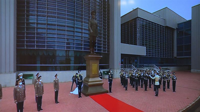 Монумент Нурсултану Назарбаеву открыли в столице
