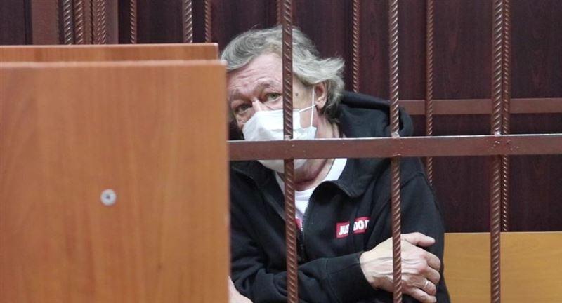 Ефремов не считает себя виновником ДТП, заявил адковат