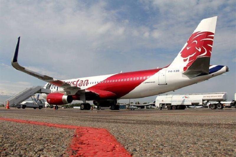 Рейс из Павлодара в Алматы задержали из-за попавшей в самолет молнии