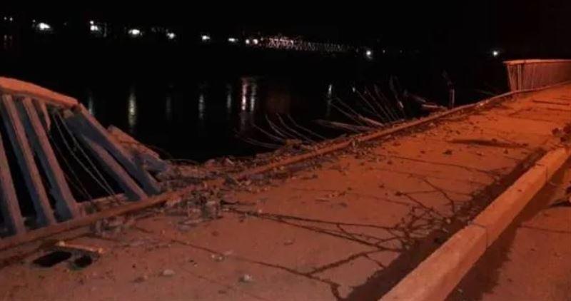 Водитель BMW не справился с управлением, разрушил мост и погиб в реке