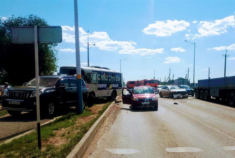 «Случился инсульт»: автобус и легковушка столкнулись в Актобе