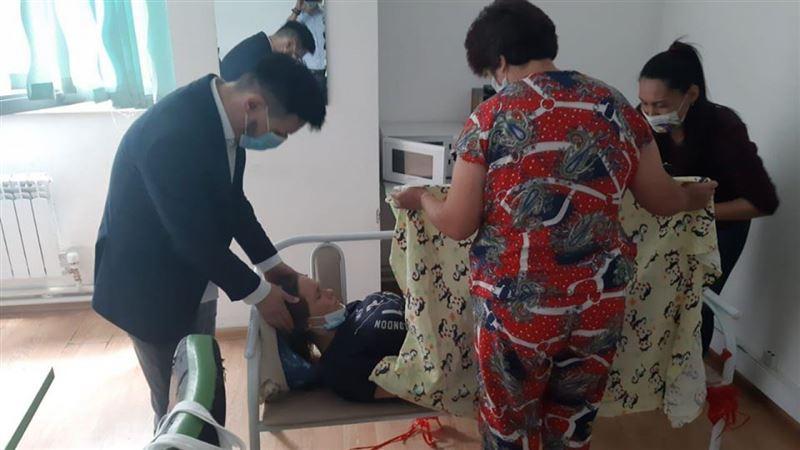 Алматинка родила ребенка в здании ЦОНа