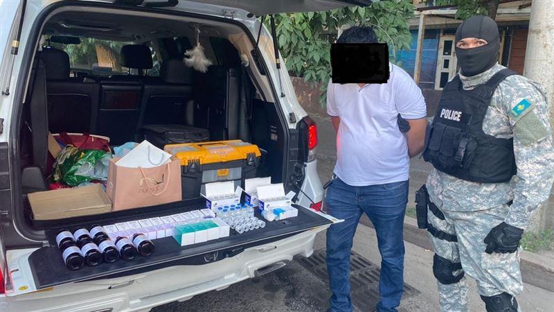 Завреанимацией в Алматинской области продавал дефицитные лекарства