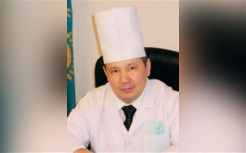В Актобе от пневмонии умер главврач инфекционной больницы