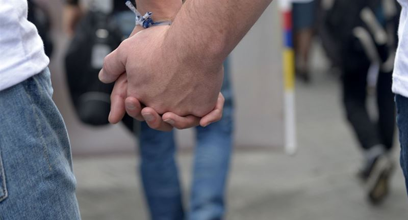 Заразившийся коронавирусом британец в бреду признался жене, что он гей
