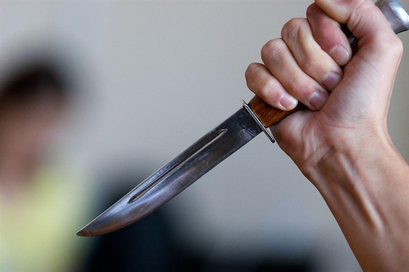 Женщина с двумя ножами устроила погром в супермаркете Нур-Султана