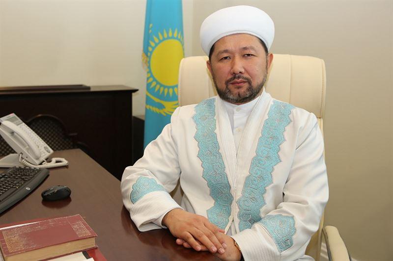 Верховный муфтий призвал предпринимателей поддержать нуждающихся в лекарствах