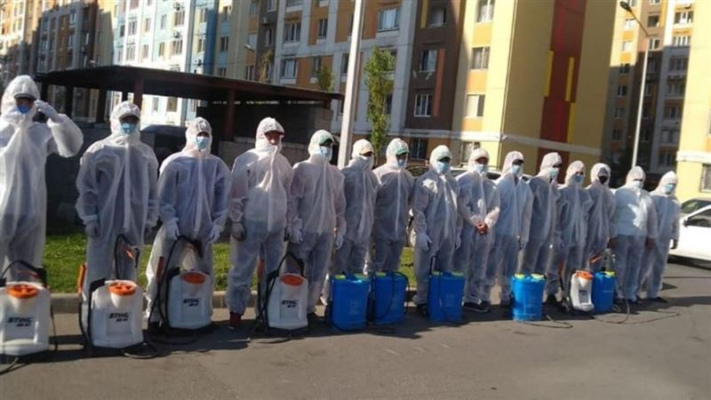 В Алматы вновь начали дезинфицировать дома