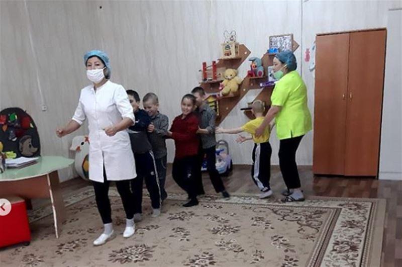 Коронавирус выявили у детей и сотрудников детского спеццентра в Аягозе