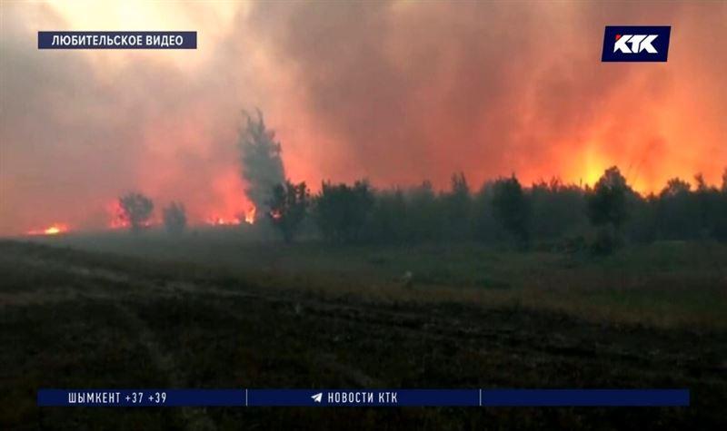 В ЗКО лесной пожар перекинулся на сельские дома