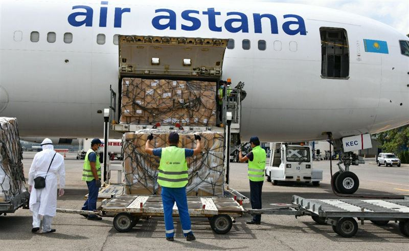 Очередной борт с лекарственными препаратами приземлился сегодня в аэропорту Алматы