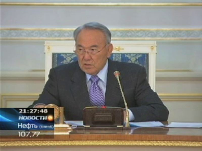 """Назарбаев назвал работу сотовых операторов """"позорной"""""""