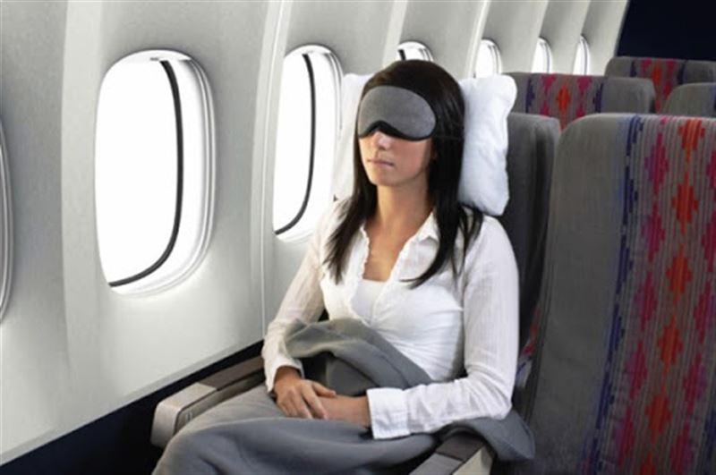 Когда и почему не стоит спать в самолете