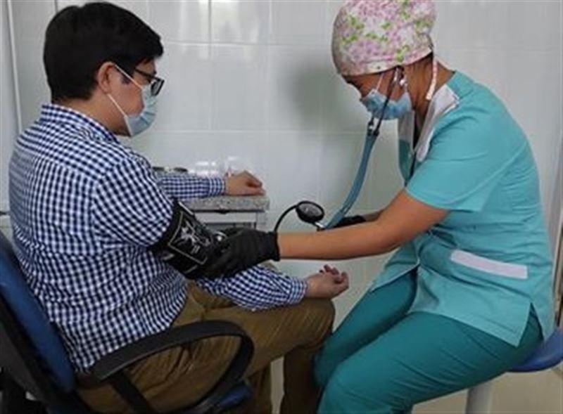Қазақстанда алғашқы адамға коронавирусқа қарсы вакцина салынды