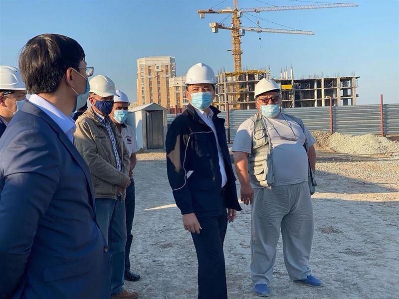 Аким столицы ознакомился с ходом строительства объектов – доноров долгостроя