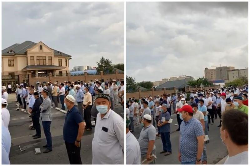 Толпа на похоронах в Актау: сестра покойной обратилась к казахстанцам