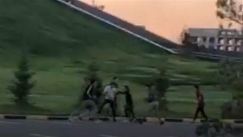 В Нур-Султане подростки устроили массовую драку и попали на видео