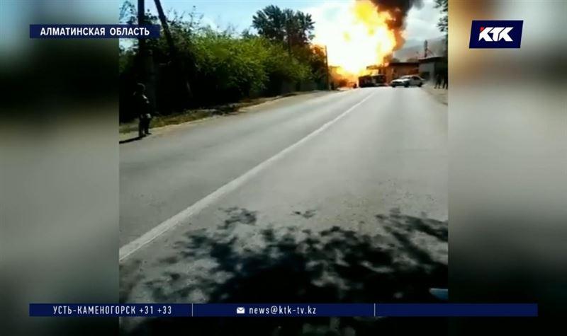 Два человека пострадали при взрыве на АЗС