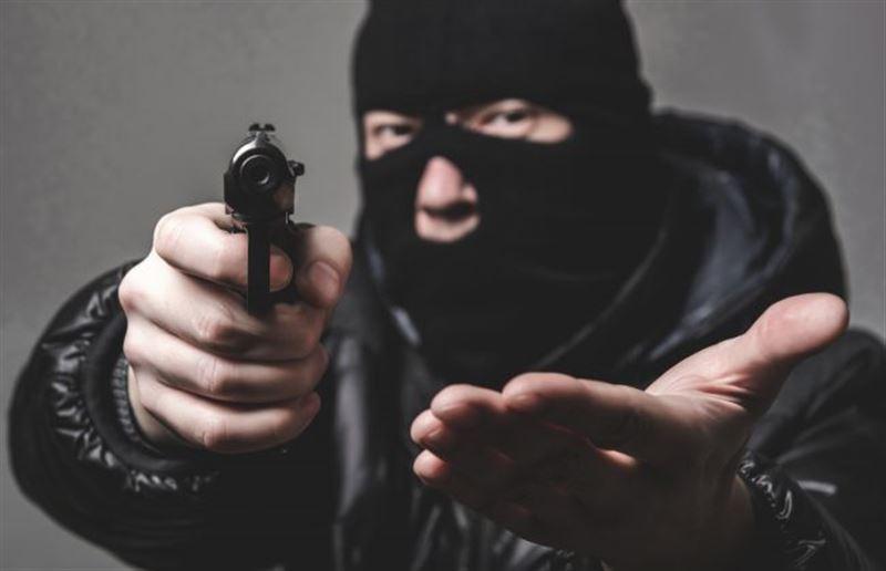 Мужчина притворился доставщиком еды и ограбил банк