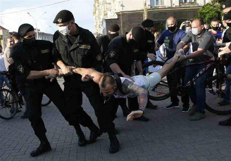 Беларусь еліндегі сайлау: Мыңдаған адам Минск көшелерінде митингіге шықты