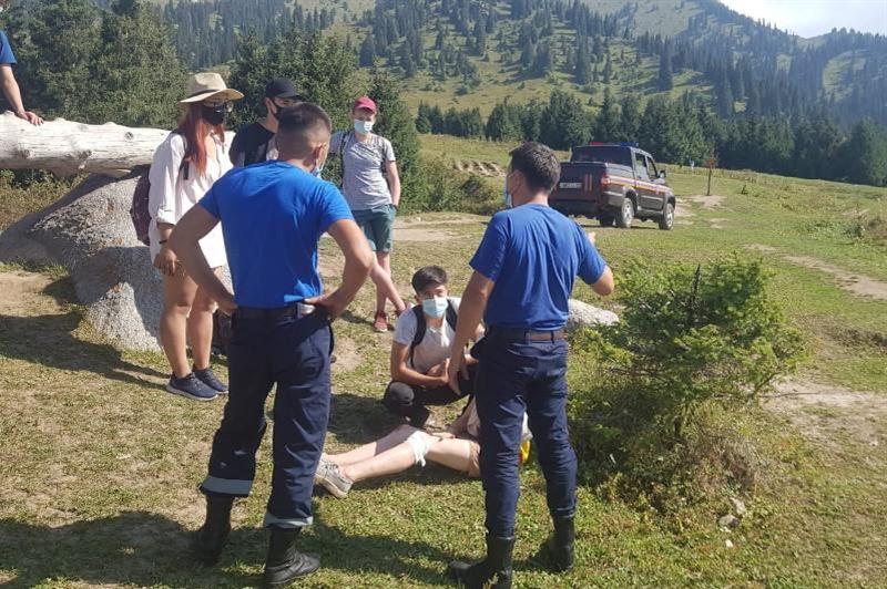 В горах Алматы 16-летняя девушка получила травму