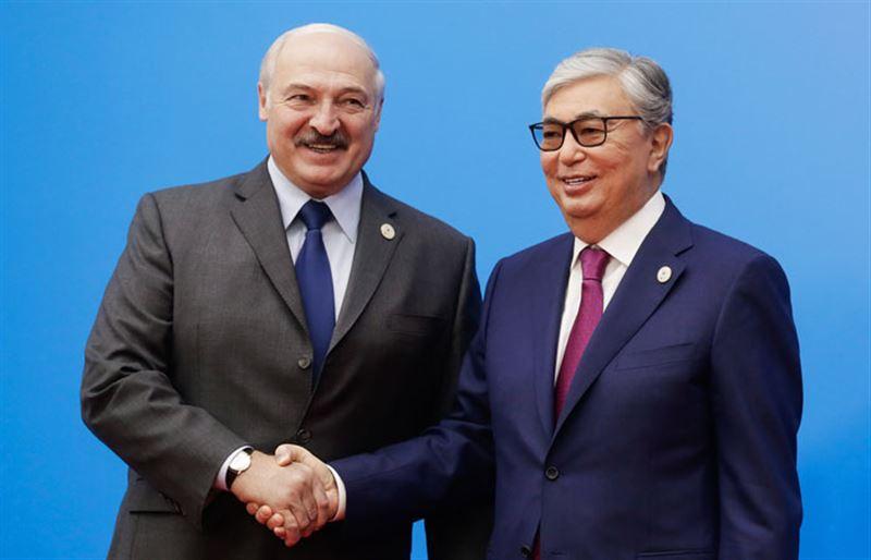 Президент Казахстана поздравил Лукашенко с переизбранием