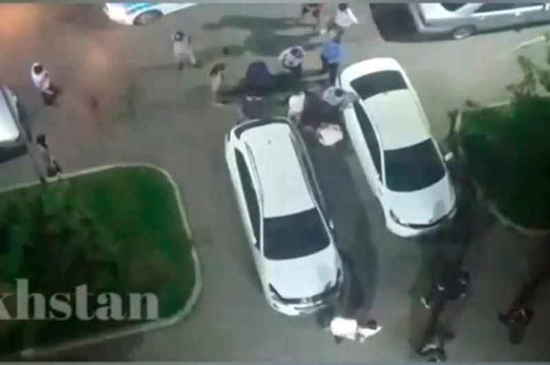 В Алматы мужчина три раза выстрелил в жителей ЖК, обвинивших его в нарушении тишины