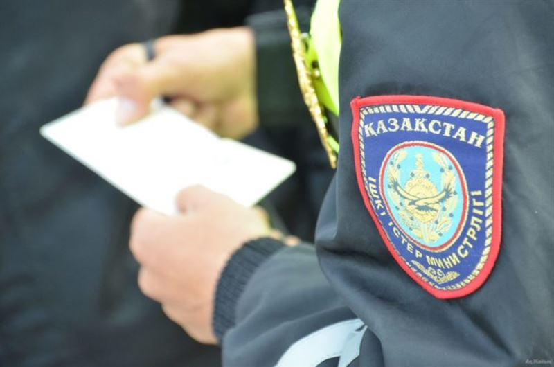 За оскорбление полицейских наказали троих костанайцев