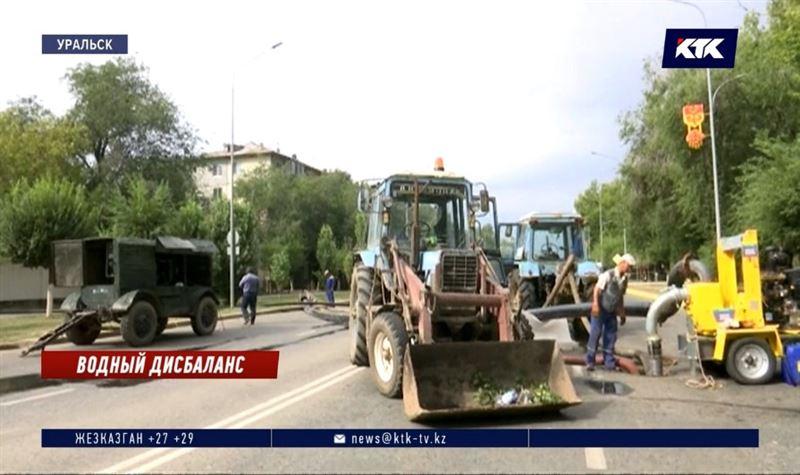 Жители Уральска остались без воды из-за прорыва коллектора
