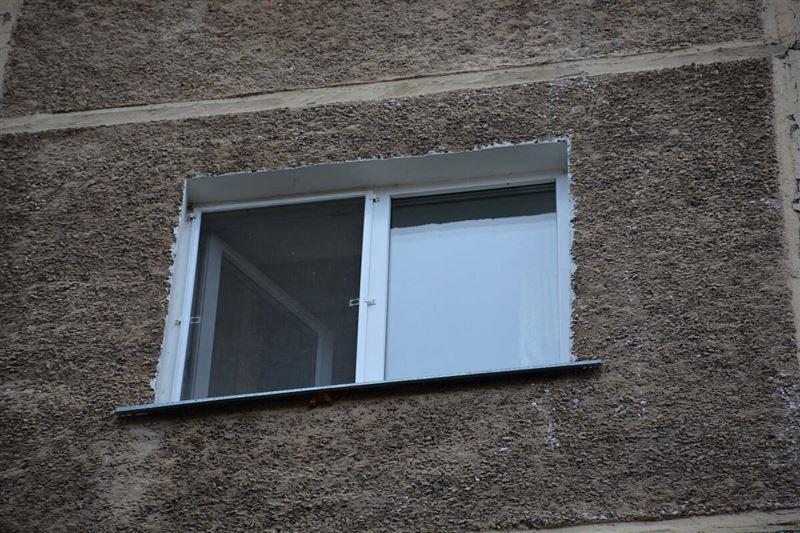 3-летний ребенок выпал из окна 4-го этажа в СКО