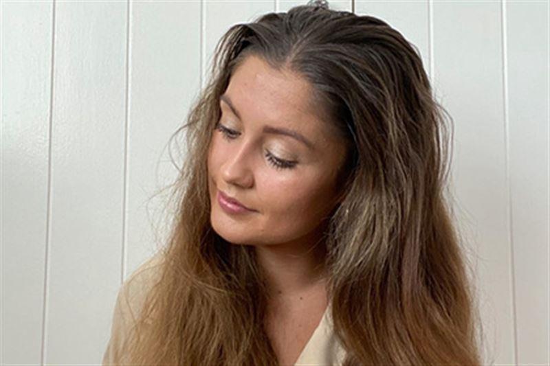 Девушка отказалась от мытья головы на месяц и поделилась ощущениями