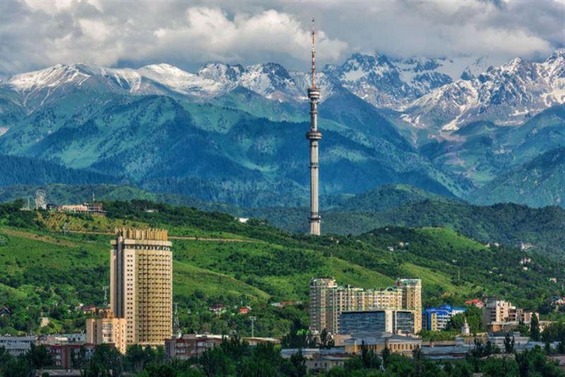 В Алматы полив деревьев перевели на усиленный режим