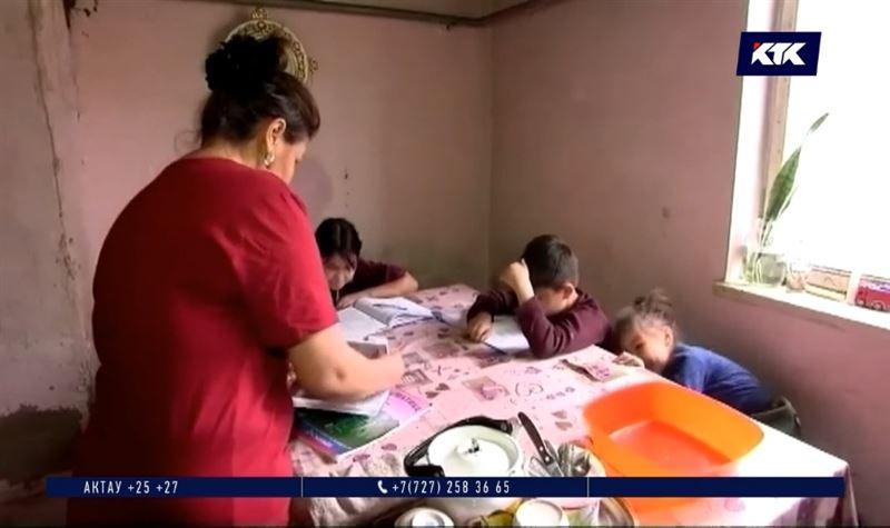 В Нур-Султане увеличили денежную помощь нуждающимся школьникам