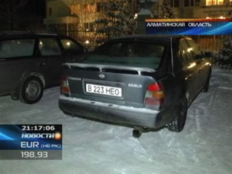 В пригороде Алматы пьяный мужчина угнал машину, пока её владелец обедал в кафе